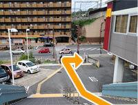 アクセス|階段を降りて右